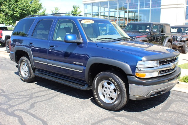PRE-OWNED 2002 CHEVROLET TAHOE LT FOUR WHEEL DRIVE SPORT/UTILITY