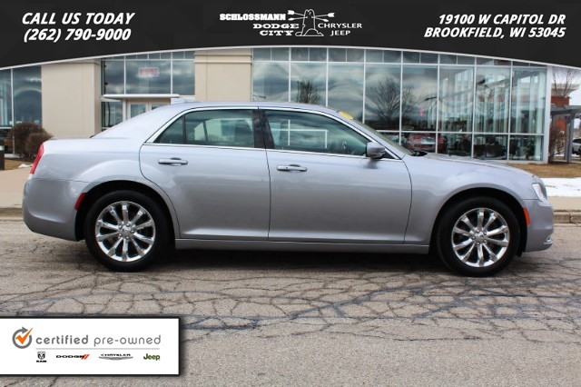 Exceptional ... FOUR DOOR SEDAN. Certified Pre Owned 2017 Chrysler 300 Limited